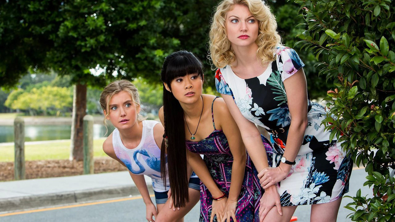 Mako Mermaids season 3 - Rikki and the girls steal the bracelet