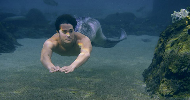 Mako Mermaids season 1 - Zac swimming