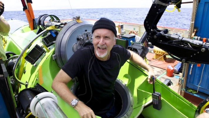 james-cameron-emerges-from-the-deepsea-challenger